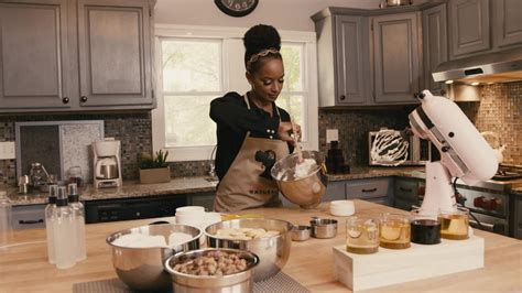 Famous Chefs And Entrepreneurs In The Food Service | lady cooking essence amor 233