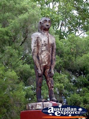 kilcoy statue   yowie photograph kilcoy statue