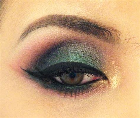 Eyeshadow A pictorial moss green smokey eye featuring mac club