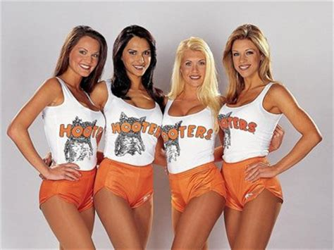 Former Nyc Waitress Dishes On Tipping by Former Hooters Waitress Talks Business Insider