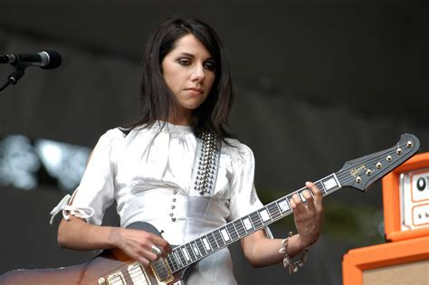 queens birthday honours list 2013 mbe uk news the british singer pj harvey receives an mbe on the queen s