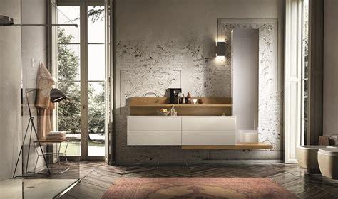 arredo legno design arredamento per bagno con boiserie e colonna specchio