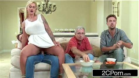 mãe e filho fodendo enquanto pai assiste jogo de futebol brasil incesto videos de incesto