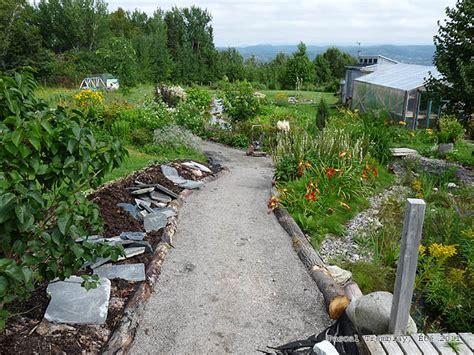 Cheap Garden Ideas Uk How To Make A Garden Path Edging Using Logs For Path Borders Idea