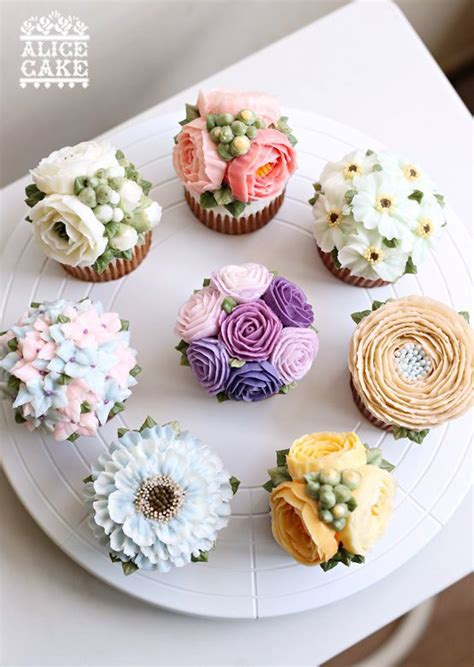 Kem Basic Flower floral buttercream cupcakes they are gorgeous to eat