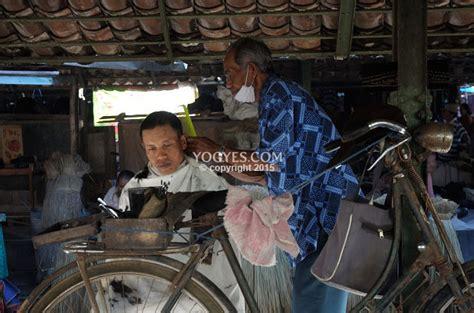 Catok Rambut Di Yogyakarta cukur rambut di pencukur rambut keliling tradisional 7 hal unik dan tradisional yang bisa kamu