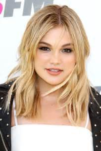 Light Brown And Blonde Highlights Olivia Holt S Hairstyles Amp Hair Colors Steal Her Style