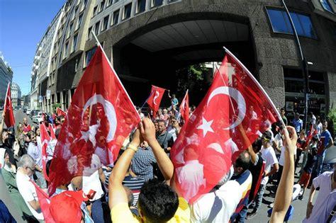 consolato turco presidio al consolato turco volantini e cori a