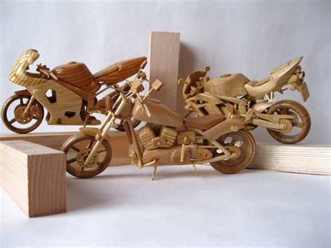 gambar bersuara motor miniatur kayu  cantik