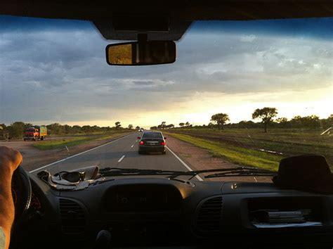 imagenes de niños viajando viajando en coche viajacontuhijo son vacaciones