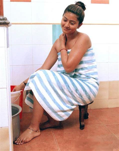 tamil actress bathroom scene sneha wet bathing scene hot sexy photos pictures images