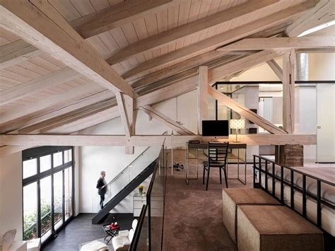 illuminazione loft un loft con un suggestivo tetto in legno mansarda it