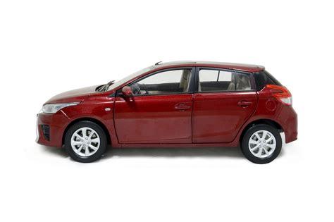 toyota model car toyota yaris l 2014 1 18 scale diecast model car wholesale