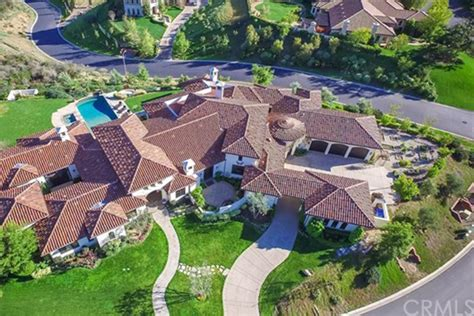 pop icon puts thousand oaks mansion on the