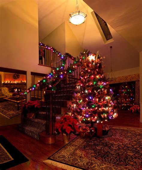 christmas themes for hallways last minute hallway decorating tips for christmas