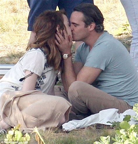 emma stone joaquin phoenix emma stone and joaquin phoenix kiss woody allen movie set