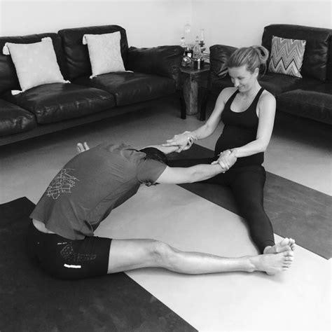 imagenes de yoga animadas yoga en pareja yogalanyogalan