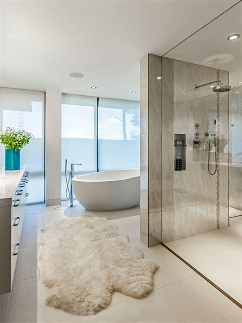 Modern Bathroom Decorating Ideas by Best 25 Modern Bathroom Decor Ideas On Half
