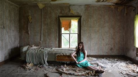 sala near me hd woman sitting in the abandoned room wallpaper