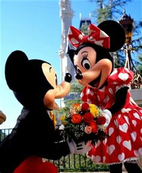 hotel florida truth love 1000 images about mickey and minnie valentines day on valentines day disney wreath