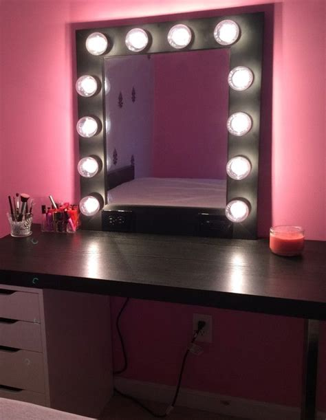 Vanity Mirror With Light Bulbs Around It by Best 25 Mirror With Light Bulbs Ideas On