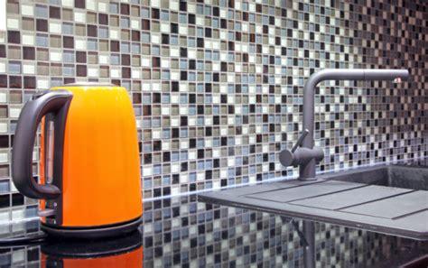 Vixal Pembersih Kamar Mandi cara menghilangkan kerak air berkapur bersihbersih