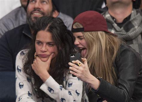virginia raffaele e roberto bolle sono fidanzati michelle rodriguez tenta beijar cara delevingne durante