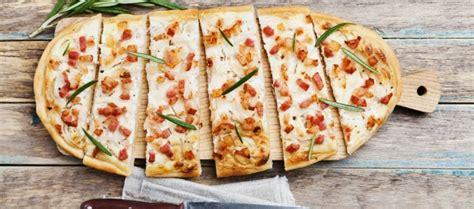 flam kuchen raclette flammkuchen daslokal