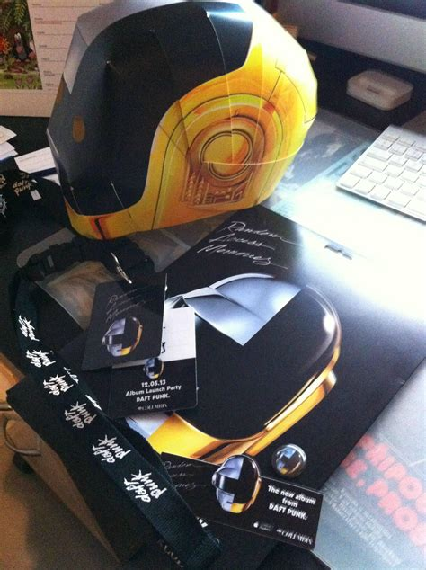 Daft Papercraft - make a daft helmet news