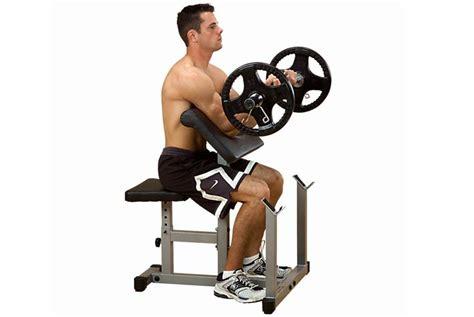 esercizi bicipiti casa attrezzi fitness per allenare le braccia a casa
