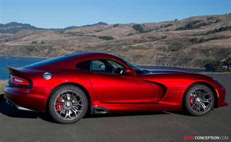 2013 srt viper chrysler redraws the snake autoconception