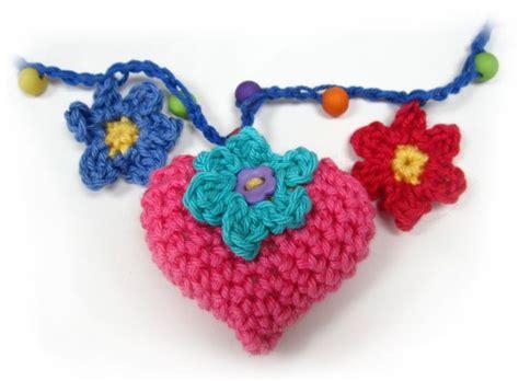 heart garland pattern hearts and flowers crochet garland pattern flower