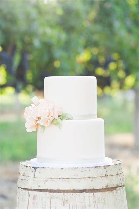 7 sweet simple wedding cakes weekly wedding inspiration