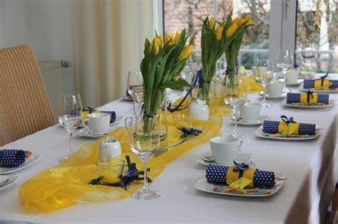 tischdeko gelb tischdekoration kommunion gelb blau und h 252 bsche tulpen
