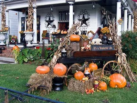 decorating the outside of your home for halloween i