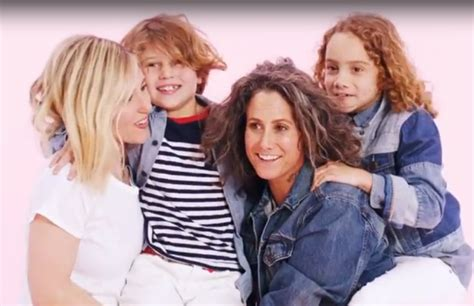 mom family appears   gap ad  celebrities