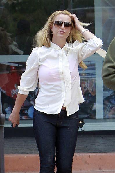 Britneys Wears Pink by Gets Starbucks Fix In Los Angeles Zimbio