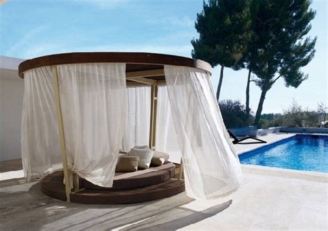 Day Bed By The Pool 30 Outdoor Canopy Beds Ideas For A Summer