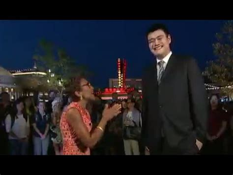 robin roberts on kevin hart yao ming interview on shanghai disney youtube