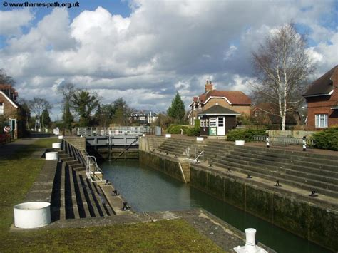 thames locks manned the thames path staines to windsor