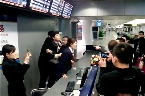 american airlines help desk delayed passengers brawl at check in desk insideflyer