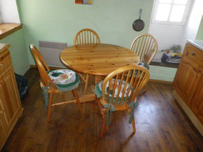 pine kitchen table and chairs circular pine kitchen table and 4 chairs unik boutique