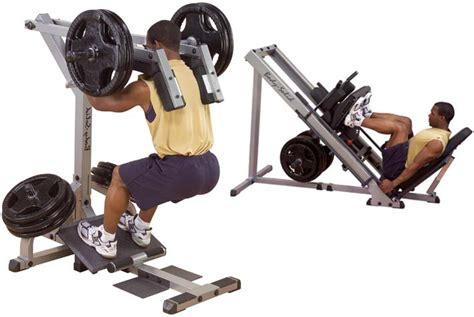 squat a casa attrezzi fitness per allenare gambe e glutei in casa