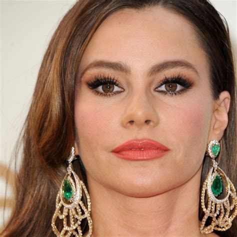 sofia vergara eyes sofia vergara coral cutie emmys beauty how to get the
