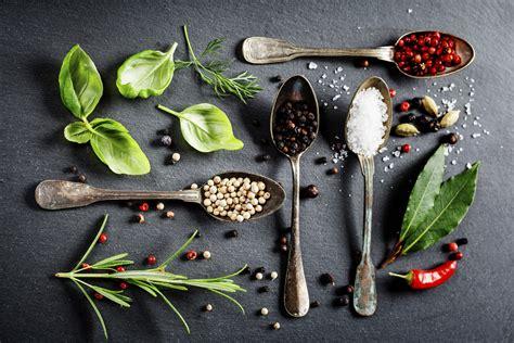 erbe e spezie in cucina spezie ed erbe aromatiche una farmacia in cucina la