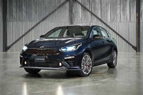 2020 Kia Forte by 2020 Kia Forte5 Debuts As A Handsome Hatchback 187 Autoguide