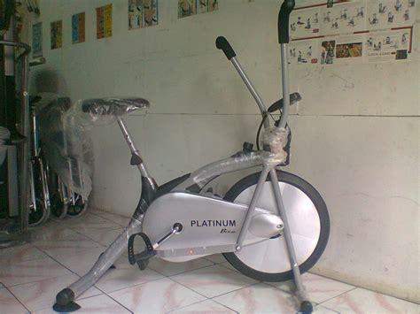 Alat Gim Dan Fitnes Sepeda Magnetik Crosstrainer Bike Tl 600 B platinum bike sepeda statis magnetik alat fitness indoor crosstrainer x bike jaco home portable