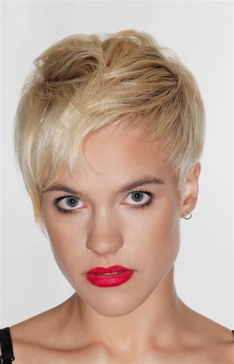 inverted triangle face shape hairstyles for women over 50 short layered pixie haircut for inverted triangle and