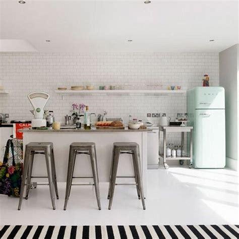 retro home design inspiration quand un r 233 frig 233 rateur smeg suffit 224 donner du style 224 la cuisine