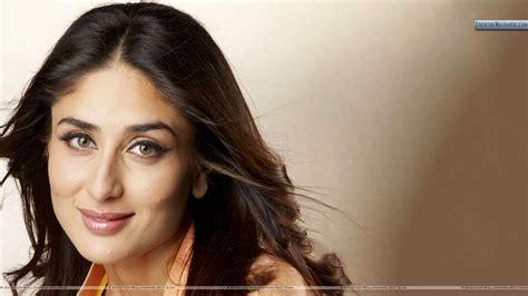 All Kaneena Kareena Kappor Smiling Closeup Wallpaper